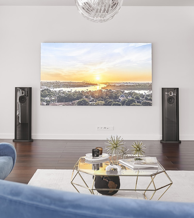 Model O and Samsung LED screen